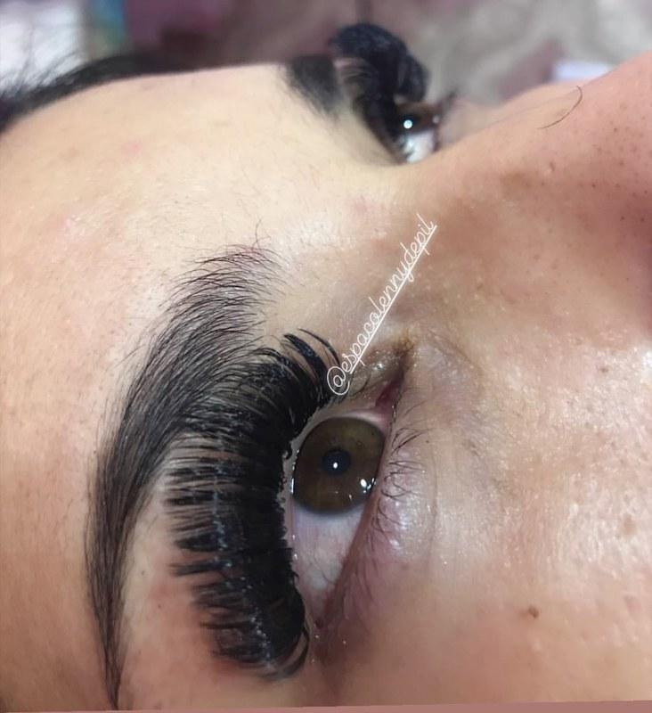 Extensão de cílios Volume Russo 😍 outros depilador(a) designer de sobrancelhas