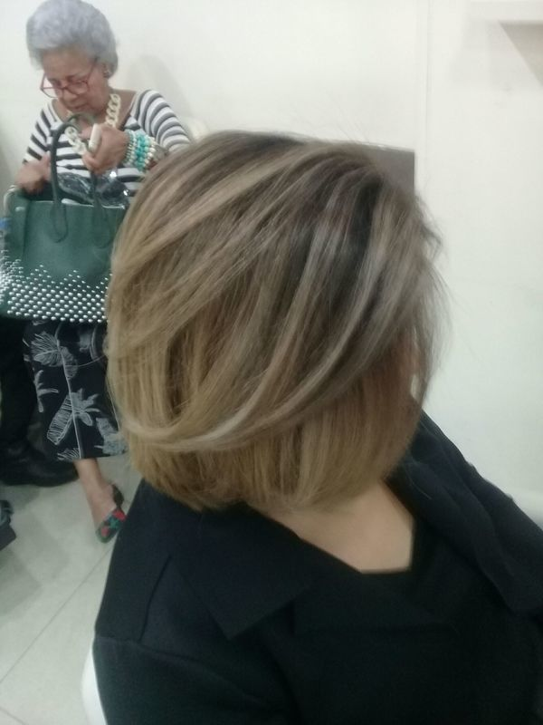 auxiliar cabeleireiro(a) auxiliar cabeleireiro(a) auxiliar cabeleireiro(a)