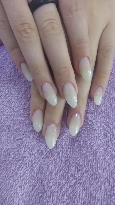 Alongamento stileto manicure e pedicure