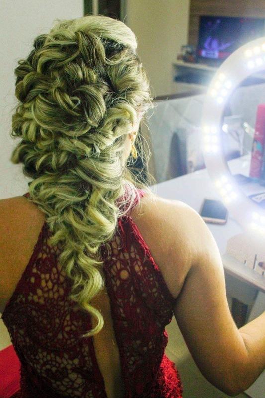 cabelo maquiador(a) designer de sobrancelhas cabeleireiro(a) cabeleireiro(a)