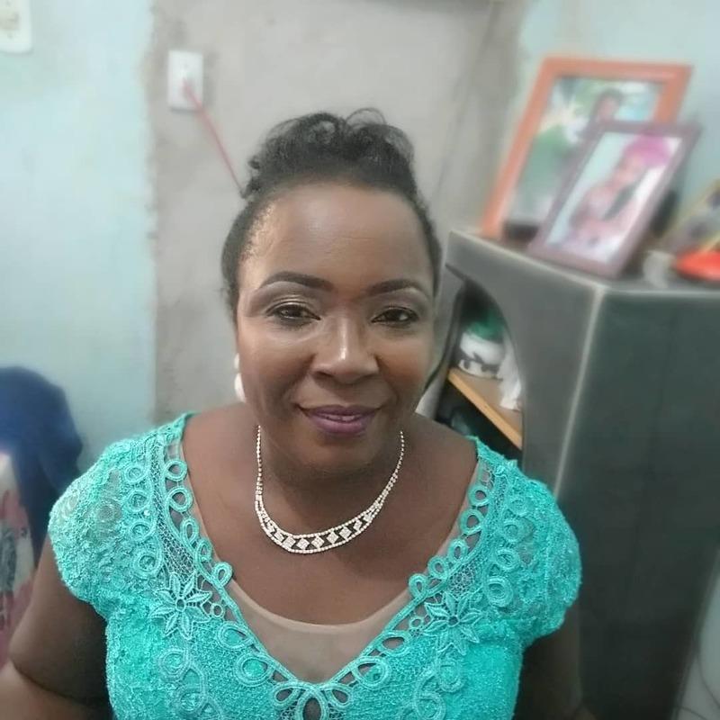Mãe do Noivo  maquiagem maquiador(a) escovista designer de sobrancelhas docente / professor(a) auxiliar cabeleireiro(a)