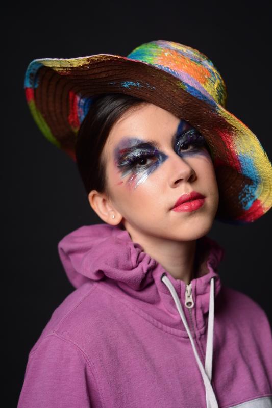 Nessa maquiagem foram utilizados: Base líquida Makeup Forever, sombra em pó e várias cores de sombra em creme metálicos,  contorno, protetor labial, cílios postiços . #makeup #maquiagem #canada #vancouver #blanchemacdonaldcentre #maquiadora #belezaexterna #auto-confiança #belezafeminina #cores  maquiagem maquiador(a)