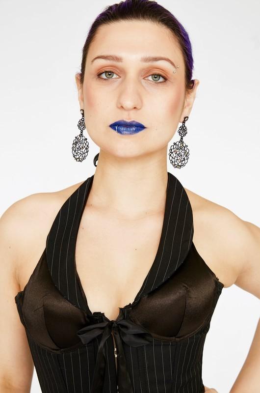 Maquiagem natural com destaque no batom(azul com toque dourado)  maquiagem maquiador(a)