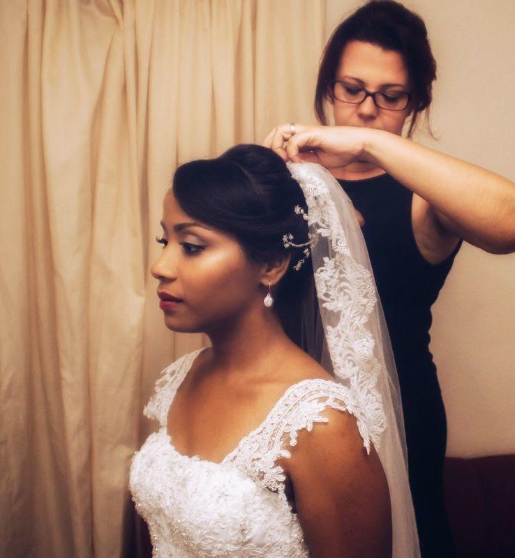 cabelo maquiador(a) escovista designer de sobrancelhas docente / professor(a) auxiliar cabeleireiro(a)