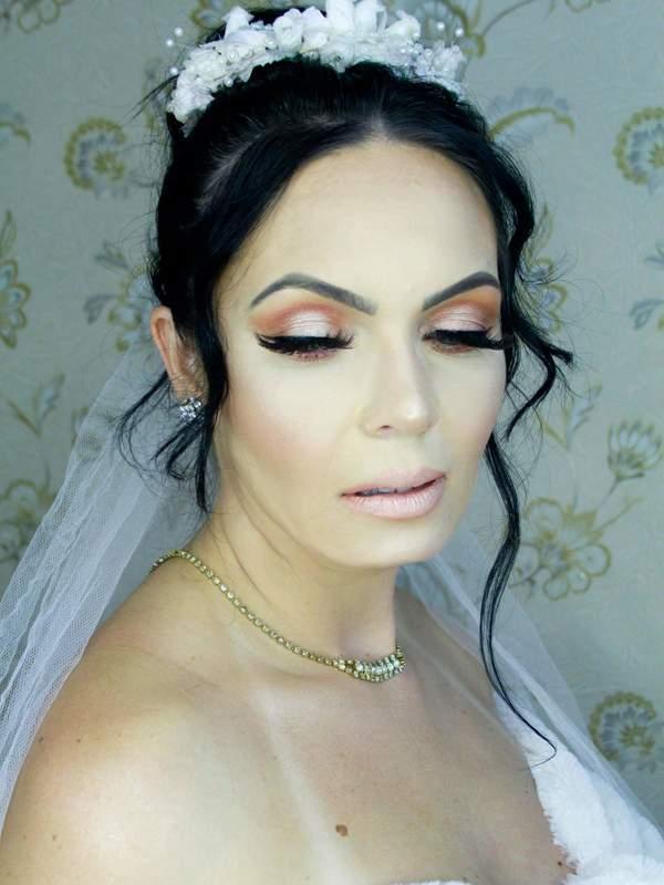 Make e penteado  Noiva Clássica   maquiagem maquiador(a) designer de sobrancelhas cabeleireiro(a) cabeleireiro(a)