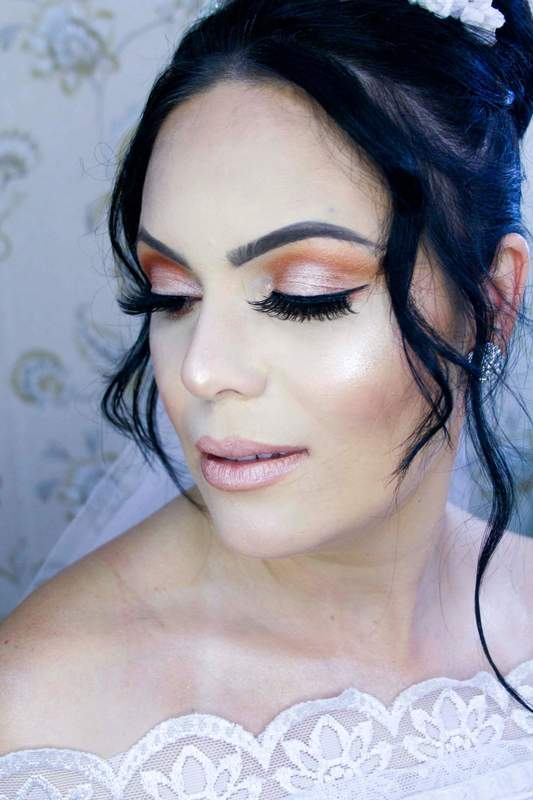 Noiva Clássica  Make e Penteado  Por Francine Cruz maquiagem maquiador(a) designer de sobrancelhas cabeleireiro(a) cabeleireiro(a)