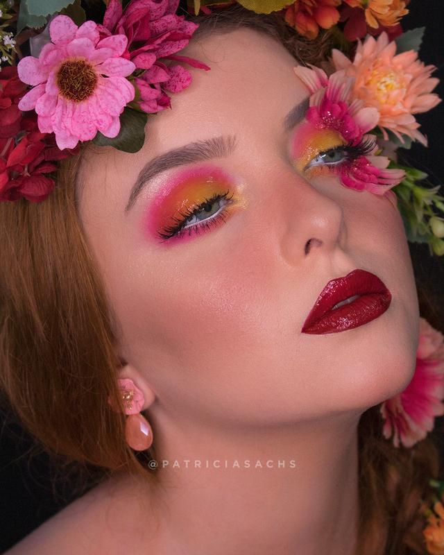 Maquiagem conceitual com temática floral para o Carnaval. maquiagem maquiador(a) cabeleireiro(a)