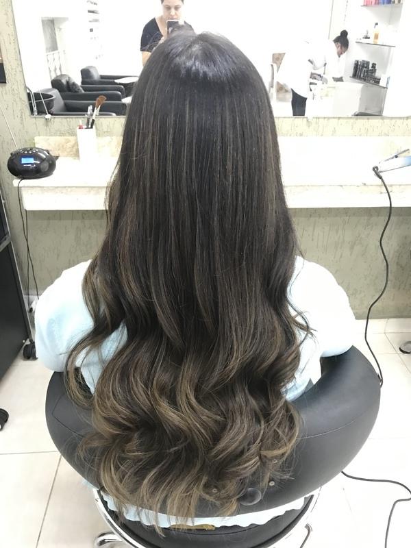 Morena iluminada cabelo cabeleireiro(a) maquiador(a) stylist / visagista