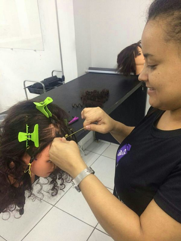 No italiano cabelo auxiliar cabeleireiro(a)