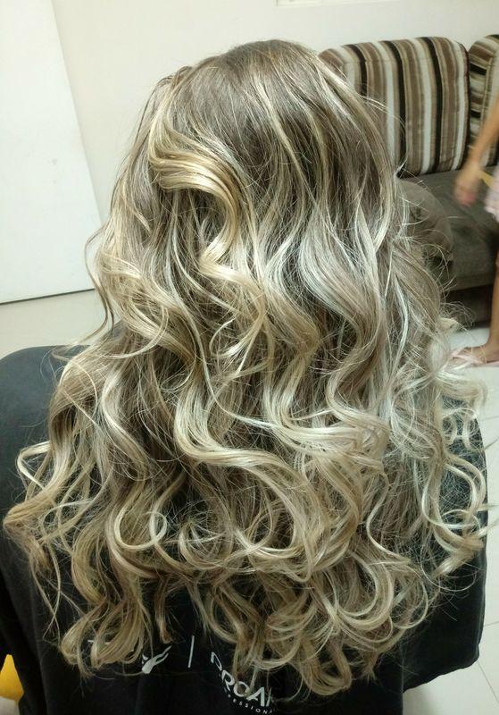 Escova modelada. cabelo auxiliar cabeleireiro(a) auxiliar administrativo