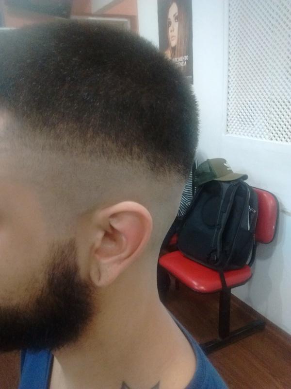 Lamberjack navalhado. cabelo cabeleireiro(a) barbeiro(a) maquiador(a) designer de sobrancelhas depilador(a)
