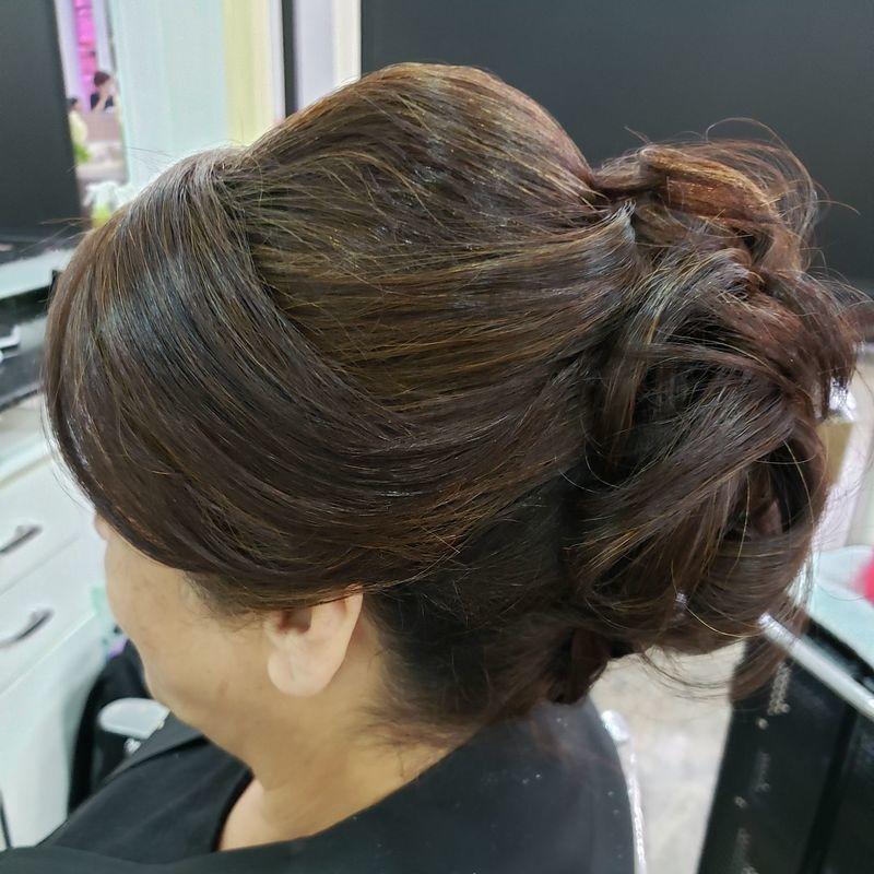 Coque despojado cabelo cabeleireiro(a)