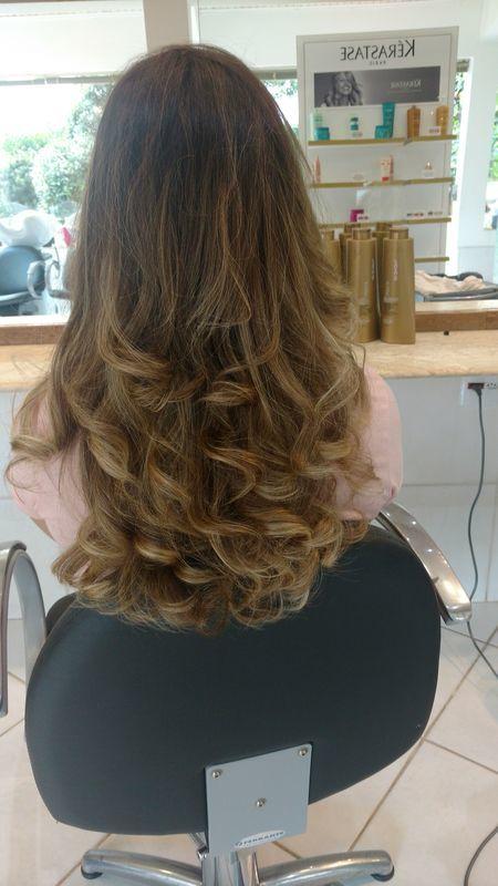 Escova modelada cabelo auxiliar cabeleireiro(a) barbeiro(a)