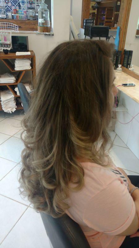 cabelo auxiliar cabeleireiro(a) barbeiro(a)