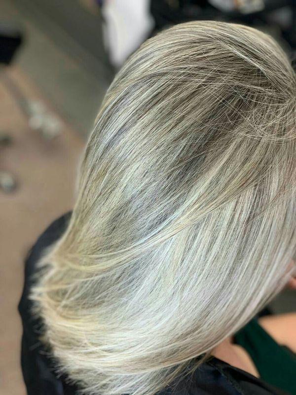 Tonalização e mechas. cabelo auxiliar cabeleireiro(a) barbeiro(a)