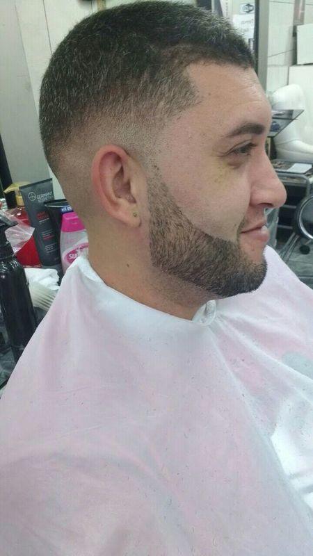 Degradê mais barba cabelo auxiliar cabeleireiro(a) barbeiro(a)