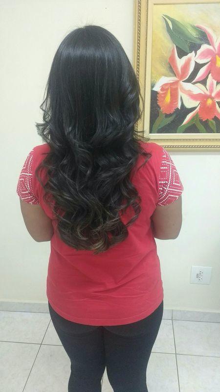 Escova modelada. cabelo auxiliar cabeleireiro(a) barbeiro(a)
