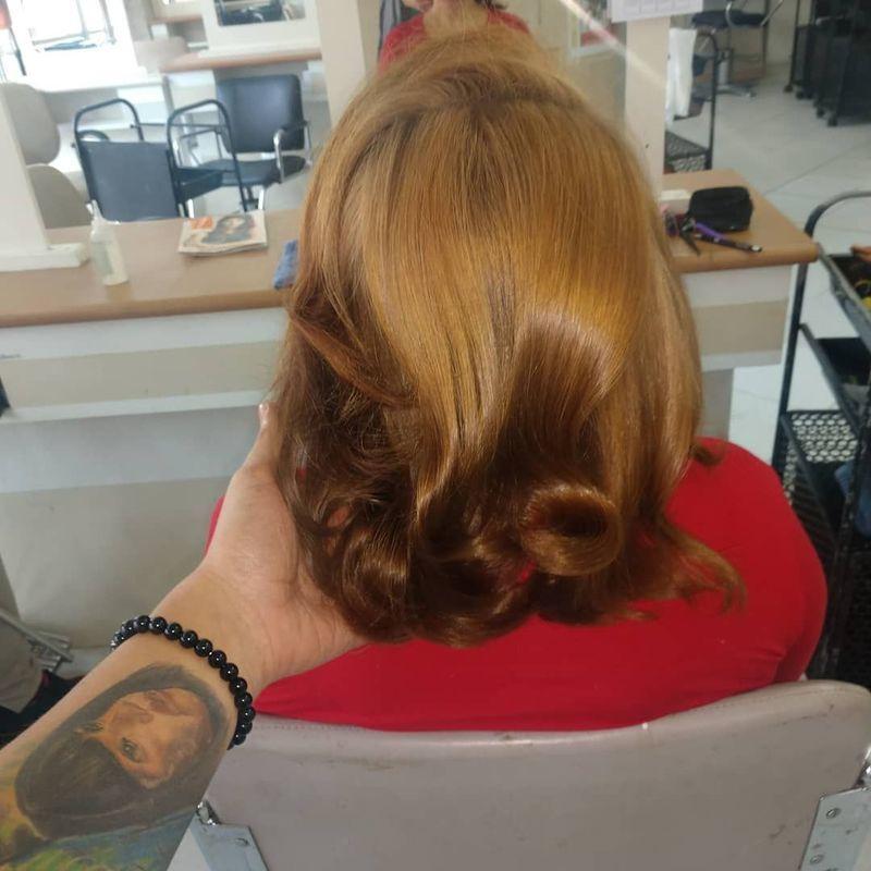 Decapagem de 3.0, OX de 9%  + 8ml de sisteina + plex, aplicação de 7.0+7.7(60g)+ 6.0 (8g) (cabelo manchado e com acúmulo de pigmento). cabeleireiro(a) auxiliar cabeleireiro(a) designer de sobrancelhas