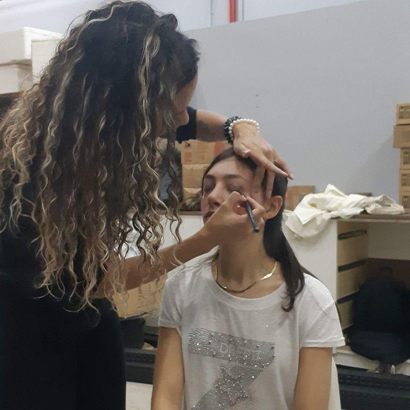 Maquiagem Teatro atrium maquiagem auxiliar cabeleireiro(a) recepcionista designer de sobrancelhas