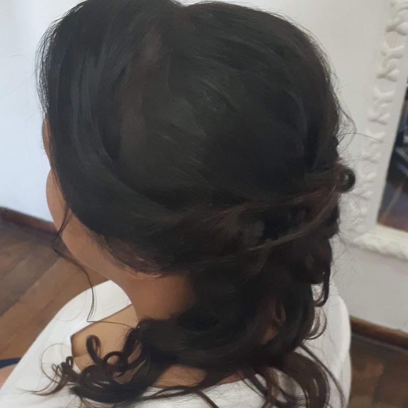 Madrinha de casamento cabelo auxiliar cabeleireiro(a) recepcionista designer de sobrancelhas