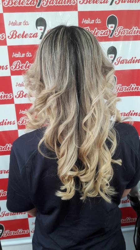 Escova modelada com chapinha  cabelo auxiliar cabeleireiro(a)