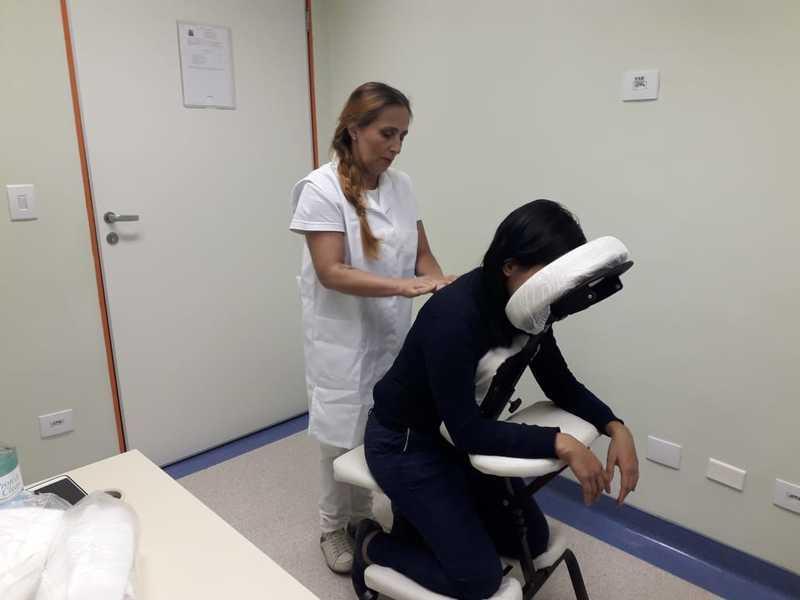 Quick massage. outros manicure e pedicure maquiador(a) estudante (massoterapeuta)