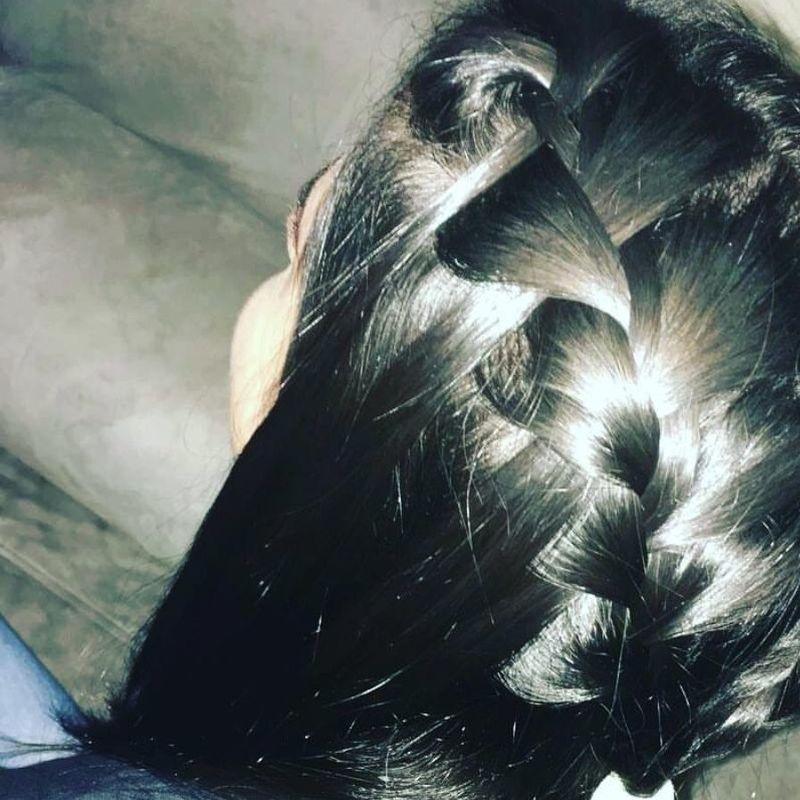 Trança lateral cabelo auxiliar cabeleireiro(a) recepcionista designer de sobrancelhas