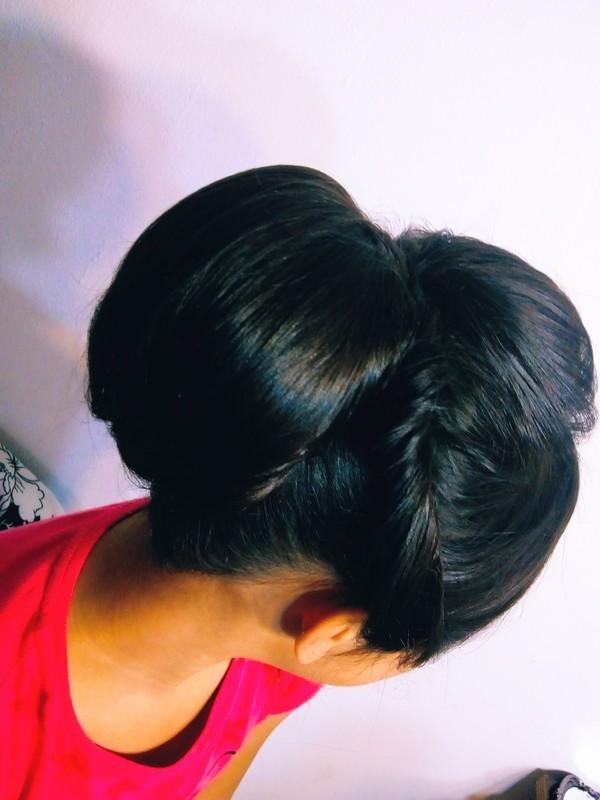 Penteado  cabelo maquiador(a) auxiliar cabeleireiro(a)