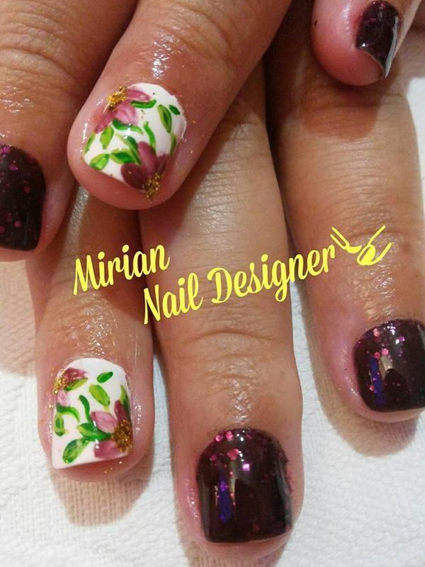 Nail Art Floral, feita a mão. unha manicure e pedicure