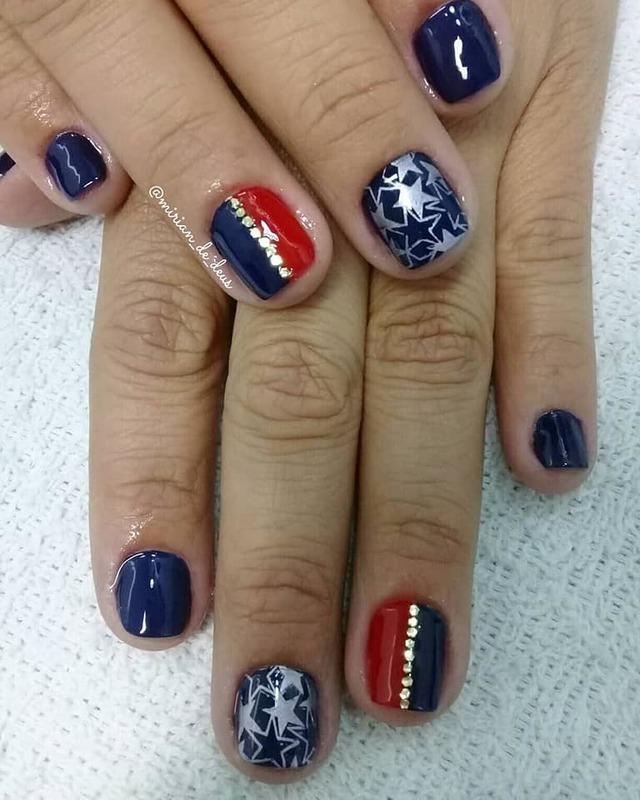 Nail Art Mulher Maravilha, feito a mão com carimbo e strass. unha manicure e pedicure