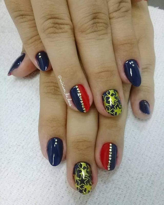 Nail Art Mulher Maravilha, feito a mão e com carimbo. unha manicure e pedicure