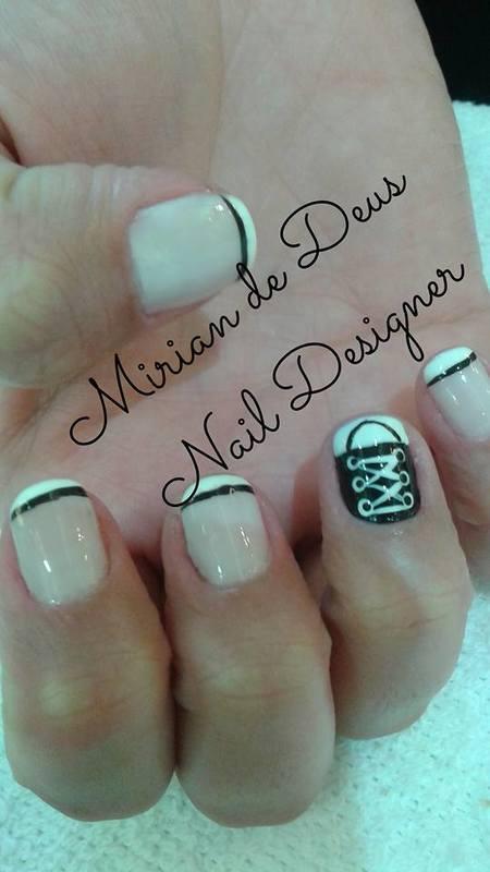 Nail Art Tênis, feito a mão com francesinha. unha manicure e pedicure