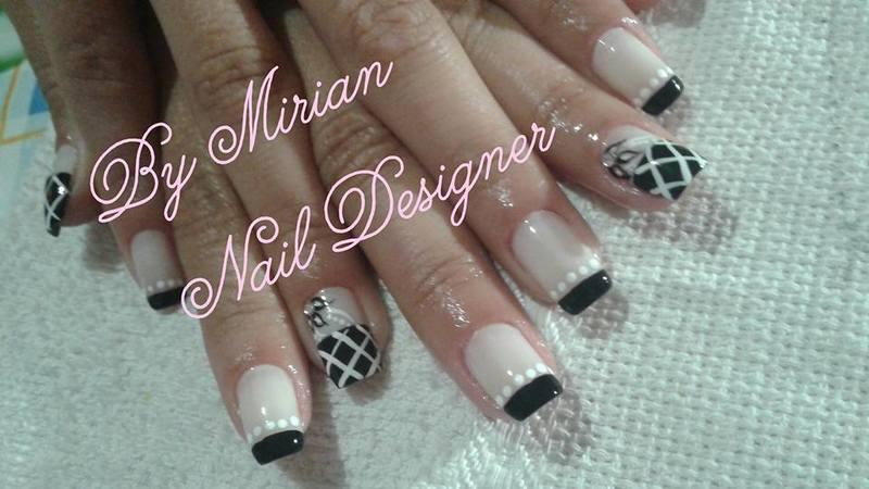 Nail Art Floral, feito a mão com francesinha. unha manicure e pedicure