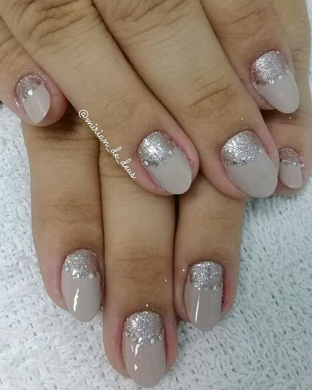 Nail Art Meia Lua, feito a mão com strass. unha manicure e pedicure