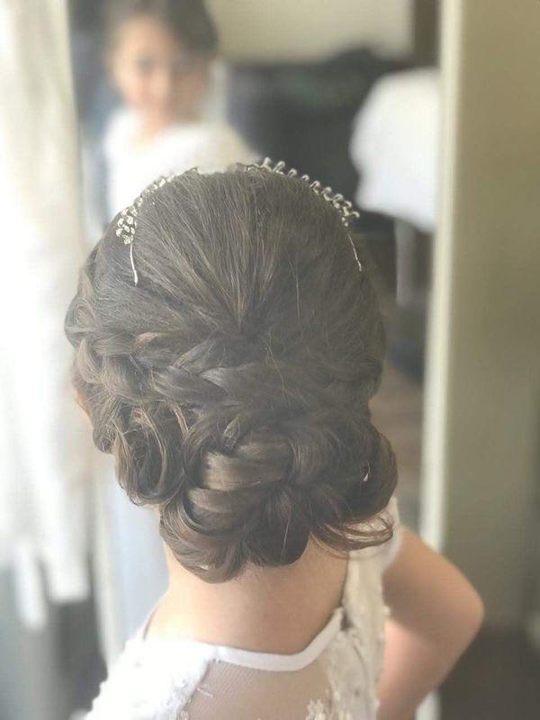 Daminha de casamento cabelo auxiliar cabeleireiro(a) recepcionista designer de sobrancelhas
