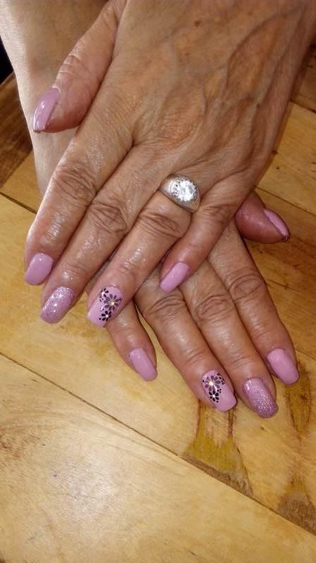 unha cabeleireiro(a) manicure e pedicure