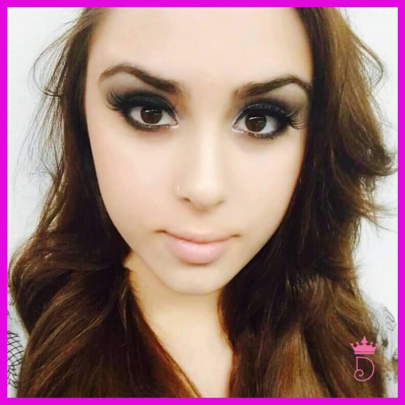 Olhos esfumados. maquiagem maquiador(a)