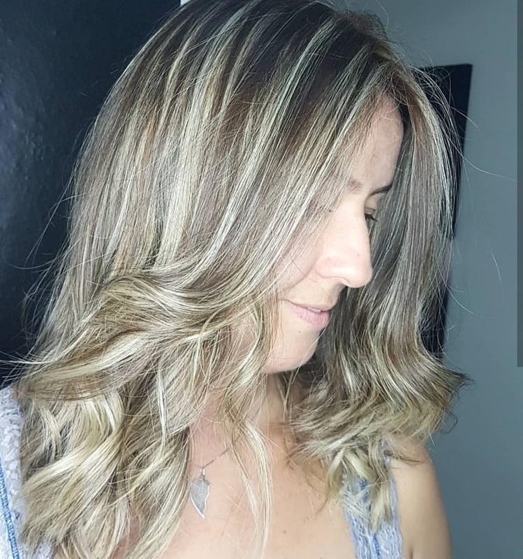 Luzes 💜 #loira #loiroperolado #amooquefaco cabelo cabeleireiro(a) auxiliar cabeleireiro(a) escovista