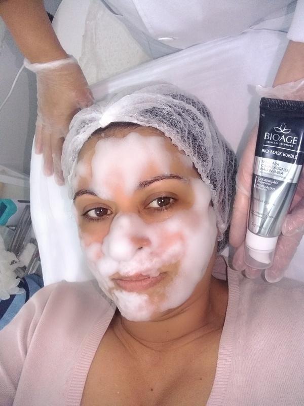 Bio Mask Bubble Com método de carboxiterapia não invasiva , a bio mask bubble é uma mascara detox que fornece a oxigenação à pele. Contem o primeiro extrato de Taurina à base de plantas. Propriedades energizante, é um aminoácido inovador que ajuda a diminuir os sinais de fadiga em 24hs, devolvendo o viço e a luminosidade à pele. estética estudante (esteticista) depilador(a)