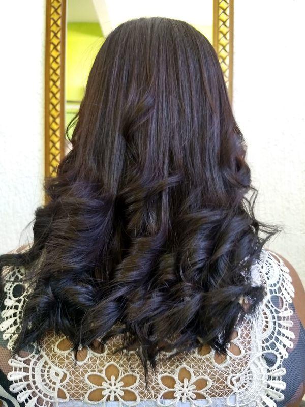 Escova com prancha modelada. cabelo cabeleireiro(a) cabeleireiro(a)