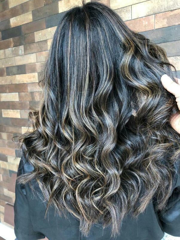 Morena iluminada. cabeleireiro(a) designer de sobrancelhas cabeleireiro(a) cabeleireiro(a) cabeleireiro(a)