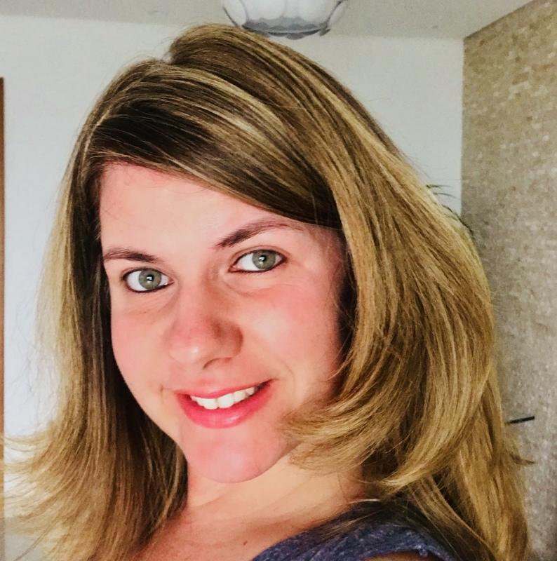 Corte, escova e mechais douradas cabelo cabeleireiro(a) maquiador(a)
