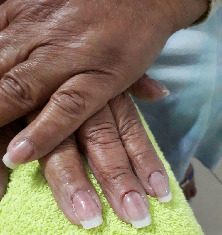 unha auxiliar cabeleireiro(a)