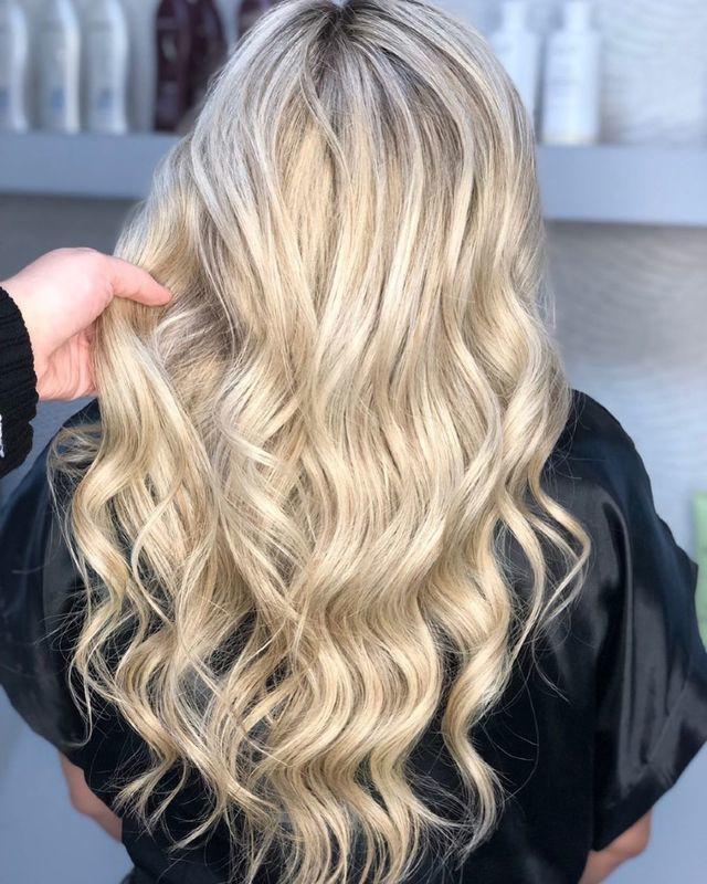 Você tem o sonho de ter um loiro impecável e saudável? Venha fazer sua avaliação, você merece se sentir mais linda! ♥️ . . . . . #hair #beauty #blondehair #blond #blondegirl #santoandre #loirosperfeitos #loiroperolado #loiras #loirodossonhos #cabelos #beleza #cabeloslongos  cabelo cabeleireiro(a) stylist / visagista maquiador(a) designer de sobrancelhas