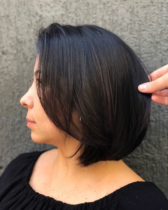Para começar a semana com um corte clássico como esse ♥️ #hair #beauty #haircut #hairstyle #cortescurtos #cortechanel #shorthair #salaodebeleza #santoandre cabelo cabeleireiro(a) stylist / visagista maquiador(a) designer de sobrancelhas