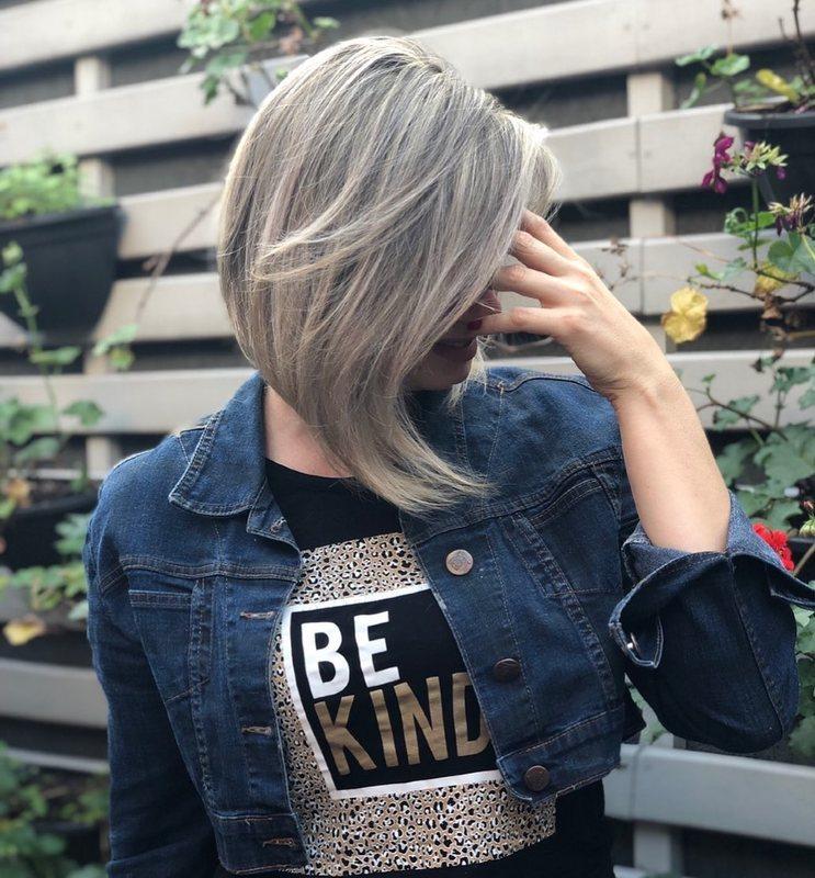 ✨ Você gosta desse corte mas tem medo de arriscar? Venha fazer uma avaliação para personalizar um só pra você! ♥️ . . . . #cortescurtos #cortesdecabelo #cortechanel #loirosperfeitos #loirodossonhos #loiroperolado #hair #haircut #shorthair #blondehair #blond #blondegirl #santoandre cabelo cabeleireiro(a) stylist / visagista maquiador(a) designer de sobrancelhas