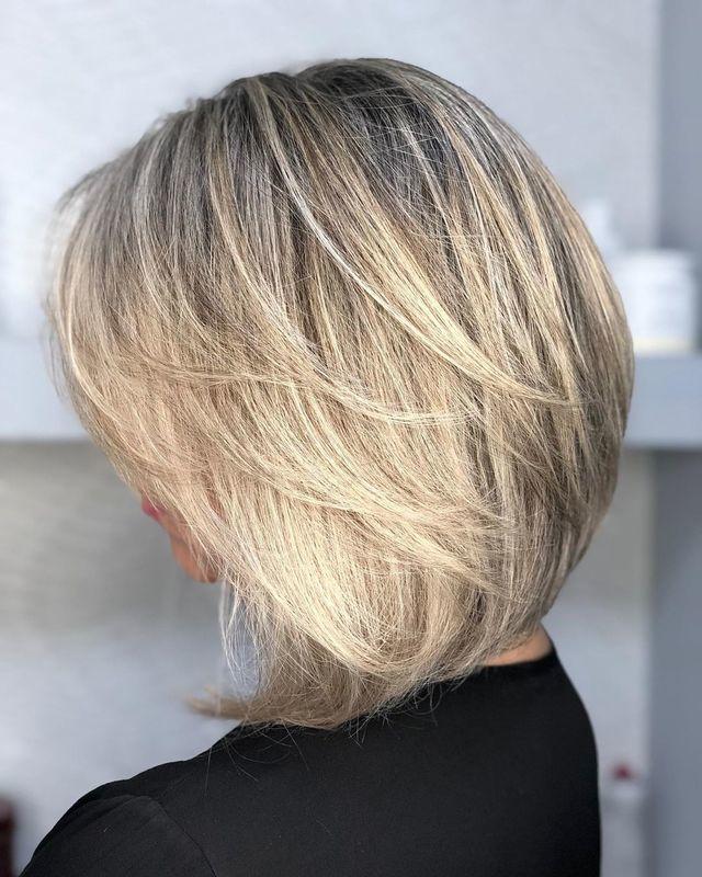 Um clássico é um clássico! 💇🏻♀️ . . . . . #hair #haircut #shorthair #cabelos #cabeloscurtos #cortechanel #shortbobhaircut #blondehair #blond #loirosperfeitos #loirodossonhos #salaodebeleza #santoandre cabelo cabeleireiro(a) stylist / visagista maquiador(a) designer de sobrancelhas