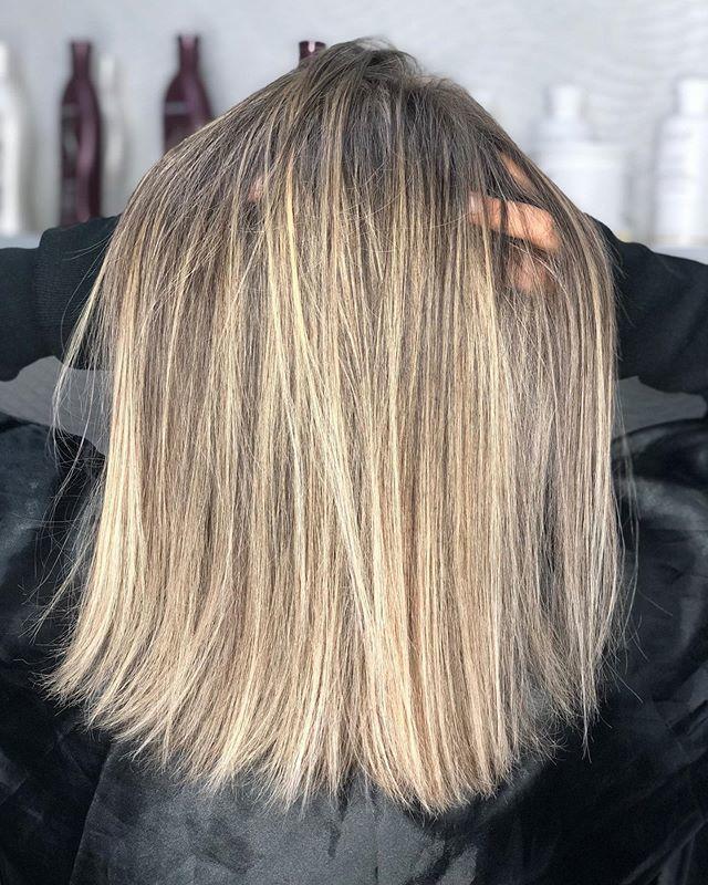 ✨ O que dizer desse #antesedepois maravilhoso?! 😱😍 Acabou de sair do fornooo!!! Venha e faça uma avaliação, terei o maior prazer em realçar sua beleza e te deixar ainda mais linda ♥️ . . . . #hair #blondehair #haistyle #longbob #loirosperfeitos #loiros #blonde #loirodossonhos #cabelos #beleza #santoandre #visagismo cabelo cabeleireiro(a) stylist / visagista maquiador(a) designer de sobrancelhas