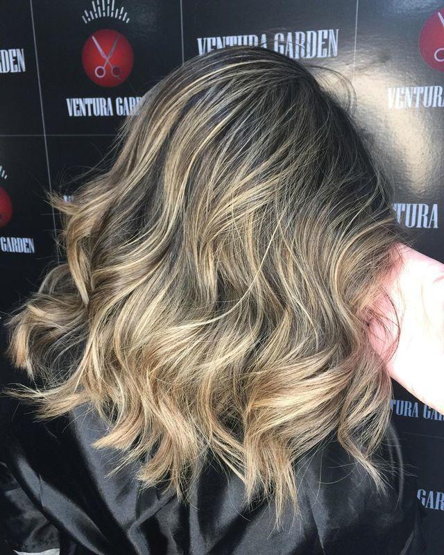 ✨Quer ter aquele loiro dos sonhos e ainda saudável? Então se liga nessa: ➖Fazendo luzes/ombré hair você GANHA a reconstrução da JOICO! Siiiim!!! Maravilha, né? E tem mais, por que a gente não paaaaara!!! ➖ A partir de R$150,00 estamos parcelando seu serviço. Vai ficar de fora dessa??? ✨ . . . #hairstyle #hair #blondehair #blond #luzes #loirosperfeitos #promoção #beauty #salaodebeleza #santoandre cabelo cabeleireiro(a) stylist / visagista maquiador(a) designer de sobrancelhas