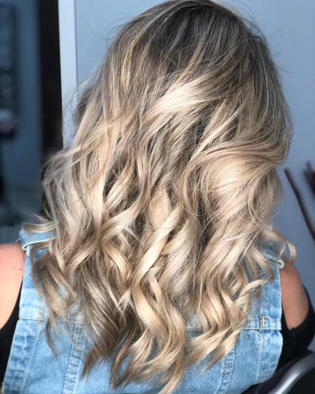 Aquele perolado de rexxxpeito! #loiras #loirosperfeitos #loiroperolado #hairstyle #hair #blondehair #beauty #blonde cabelo cabeleireiro(a) stylist / visagista maquiador(a) designer de sobrancelhas